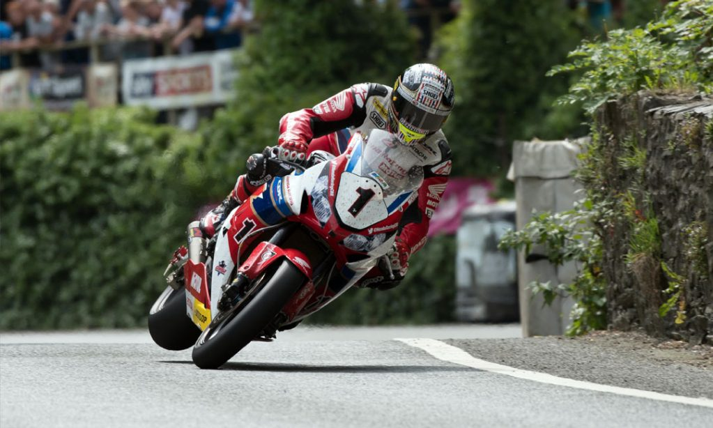 SuperSport rider John McGuinness racing at the IOM TT on Dunlop D213 GP Pro tyres